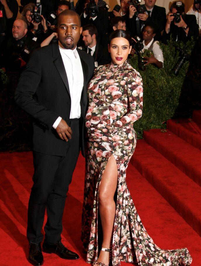 ÅTTE MÅNEDER: I 2012 fikk Kim og Kanye sitt første barn, North West, sammen. Her på Met gallaen. Foto: Gregory Pace/BEI/REX/NTB