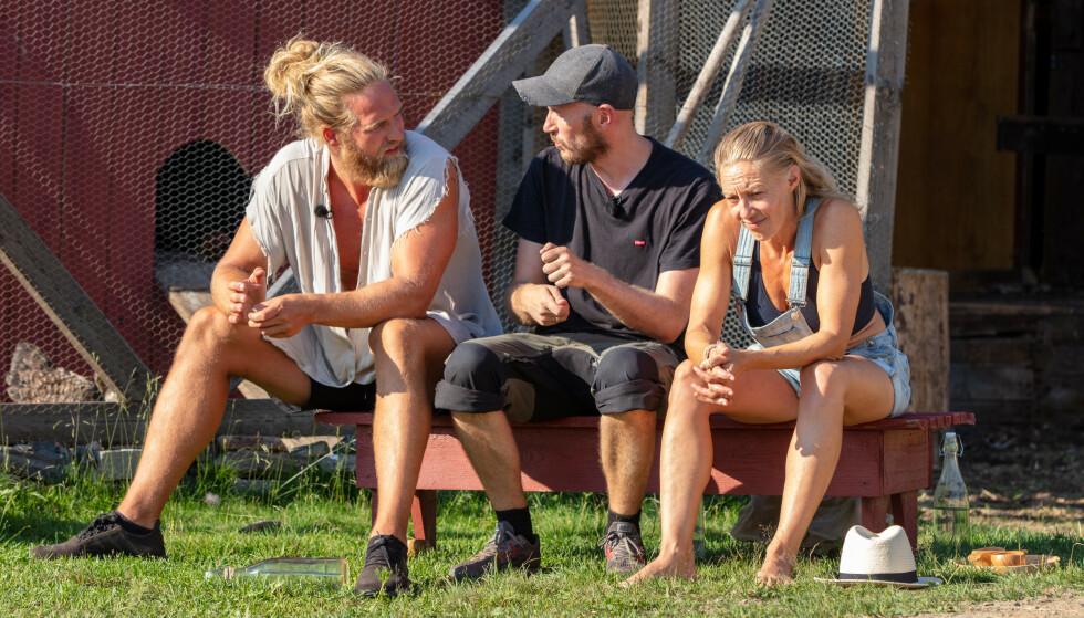 SEMIFINALE-KLARE: Lasse Matberg, Terje Sporsem og Søjle Bergman har alle fortsatt muligheten til å vinne «Farmen kjendis». Felles for de alle var at de måtte sitte 14 dager i karantene før innspillingen. Foro: Alex Iversen / TV 2