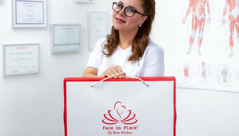 PRODUKTUTVIKLER: Rosa Karlsen viser stolt frem Face in Place® som både er bra for huden og nakken!