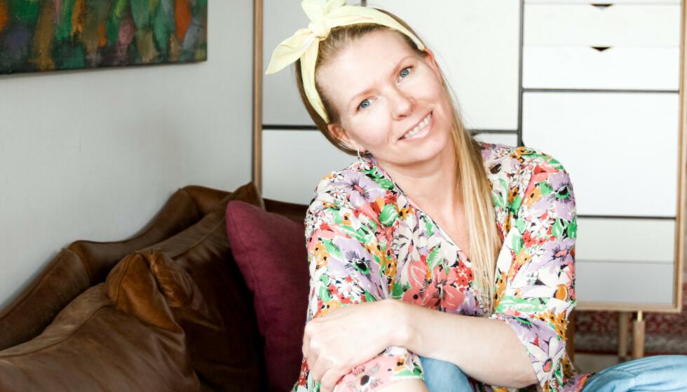 FORNØYD: Maja Ottesen er en av mange fornøyde kunder fordi puten vedlikeholder arbeidet hun gjør som lærer i ansiktsyoga.