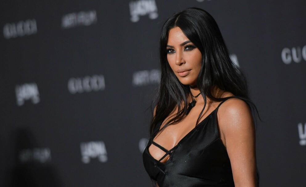 HYLLER FAREN: I et innlegg på Instagram deler Kim Kardashian West en hyllest til sin avøde far Robert Kardashian. Foto: Chris Delmas / AFP / NTB