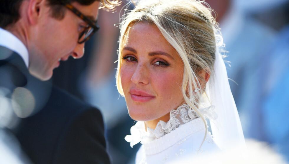 GRAVID: Den britiske popstjernen Ellie Goulding avslører at hun og ektemannen Caspar Jopling venter sitt første barn. Her på bryllupsdagen i 2019. Foto: James Hardisty/ Pa Photos/ NTB