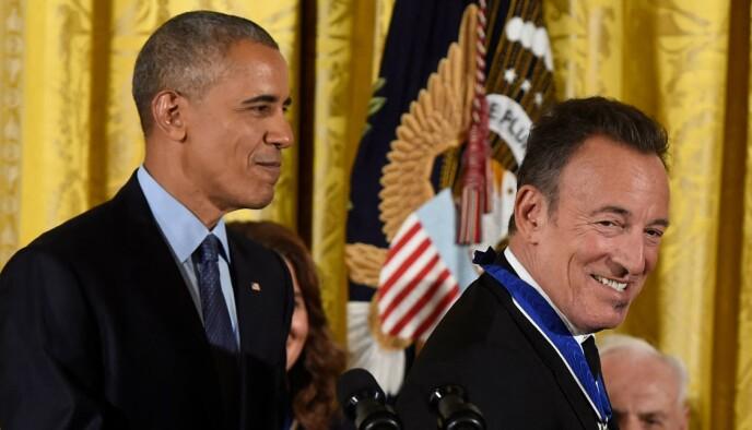 UTMERKELSE: For noen år tilbake mottok rockestjerna Presidentens frihetsmedalje av USAs daværende president Barack Obama. Foto: Saul Loeb / AFP / NTB