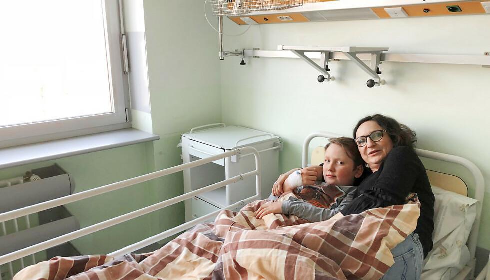 FARTET RUNDT: Michael var til utredning både i inn- og utland, som her i Polen der mamma Agnieszka opprinnelig kommer fra. Foto: Privat