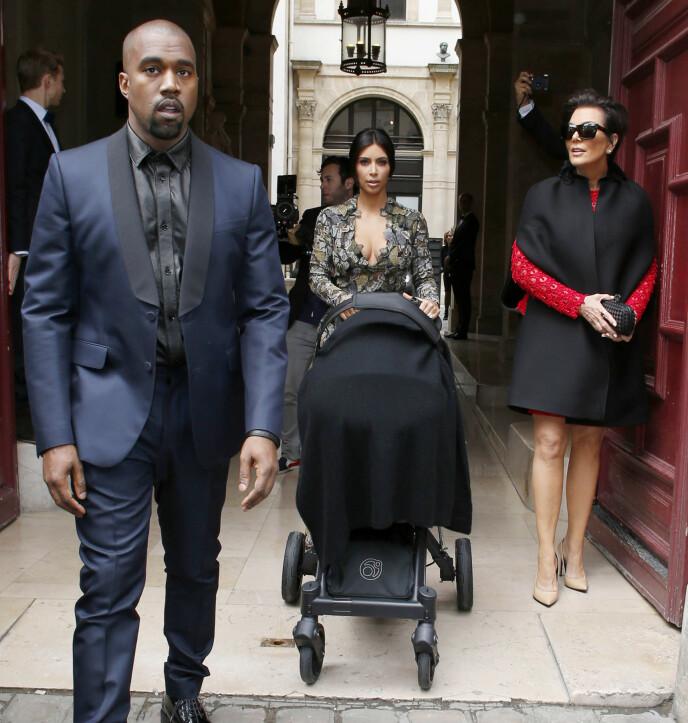PARIS: Familien Kardashian i Paris før de reiste videre til det staselige bryllupet i Firenze. Foto: Beretta / Sims / REX / NTB