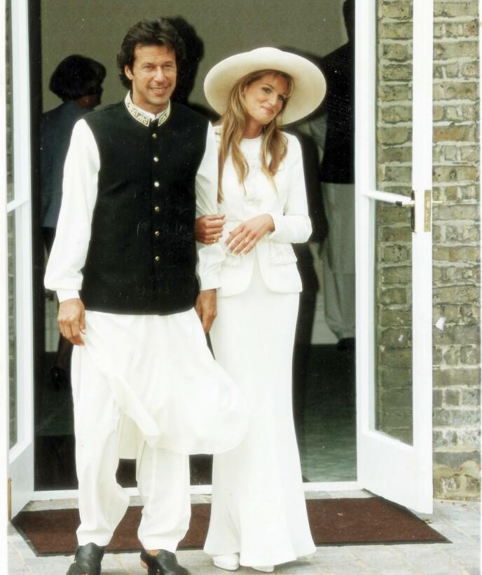 STATSMINISTER I PAKISTAN: Det er ikke første gang Jemina innleder et forhold til en kjent mann. Her med Imran Khan, som nå er statsminister i Pakistan. Foto: NTB