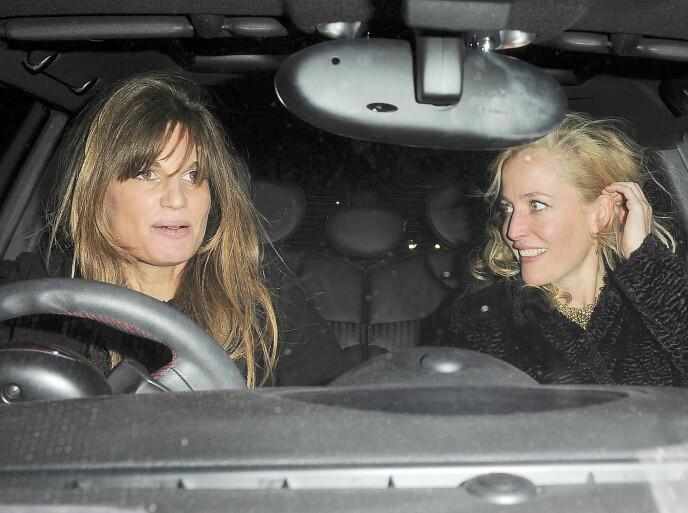 VAR VENNER: Jemima Goldsmith og Gillian Anderson på vei hjem fra fest i 2014, to år før Gillian ble sammen med Peter. FOTO: NTB
