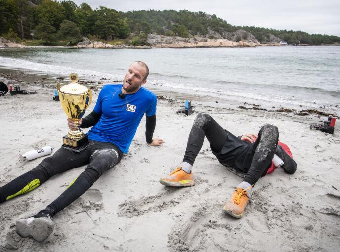 BEINHARDT: Håvard gikk rett i bakken etter den drøye finalen. Her med vinner Aksel Lund Svindal som selv innrømmer at konkurransen var beinhard. Foto: Lars Eivind Bones / Dagbladet