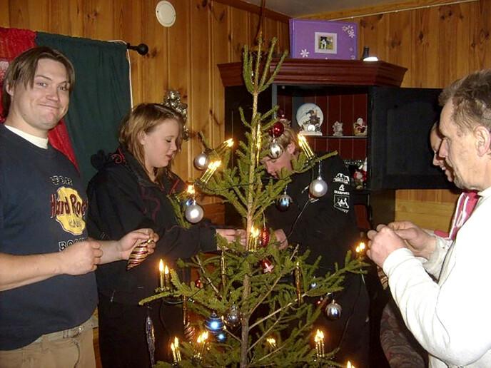 HØYTID: Tom Rune og søsteren Randi feiret jul sammen i 2016, året før han forsvant. – Han var en god storebror, sier Randi. Foto: Privat