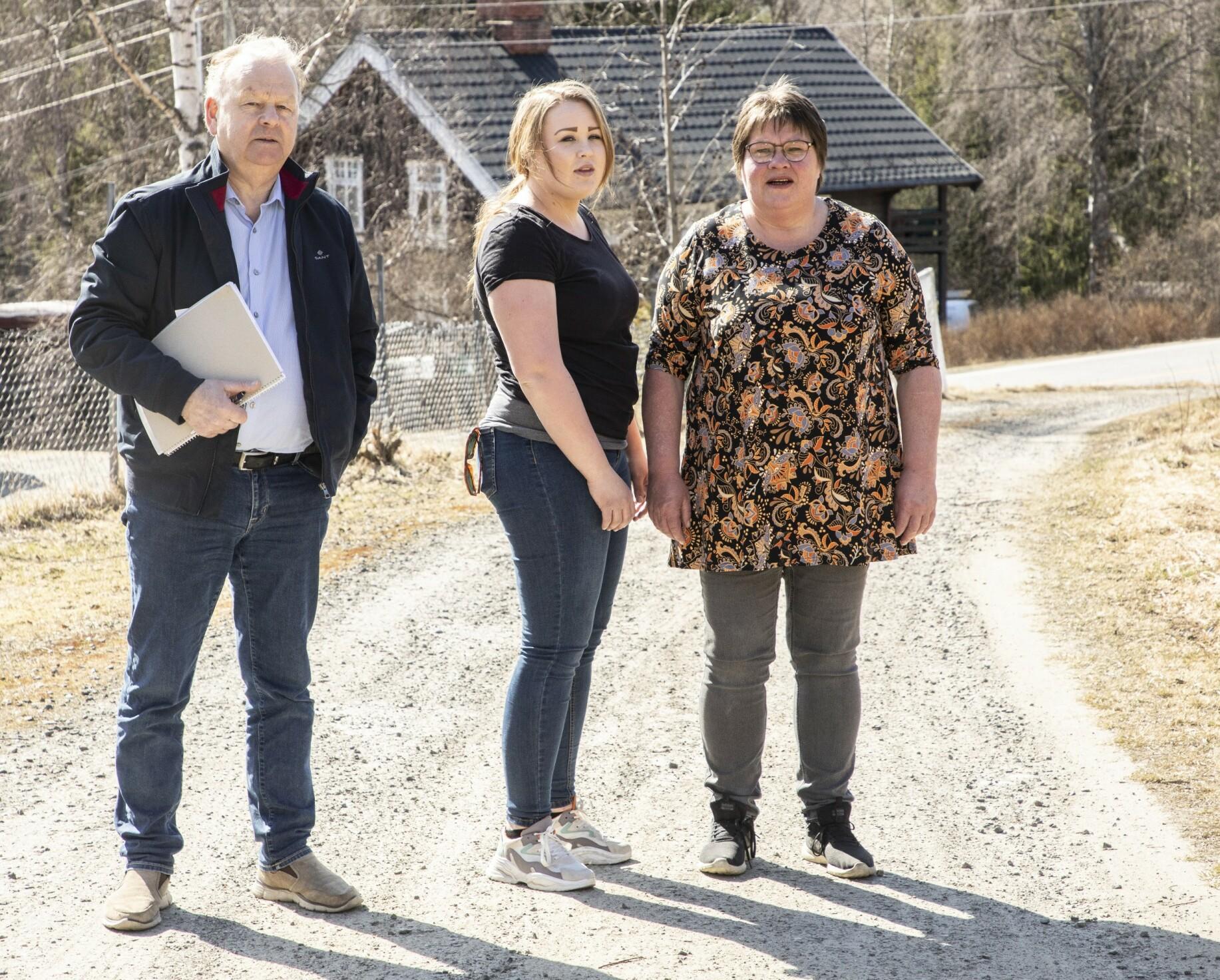FÅR HJELP: Mamma Bente og datteren Randi har engasjert privatetterforsker Finn Abrahamsen. – Dette kan like gjerne være en drapssak som en forsvinning, sier den tidligere politisjefen. Foto: Morten Eik