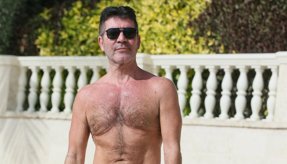 SNAKKER UT: Simon Cowell brakk ryggen i august i fjor. Her er han derimot avbildet på ferie i Barbados like før nyttår i 2019. Foto: Splash News/ NTB