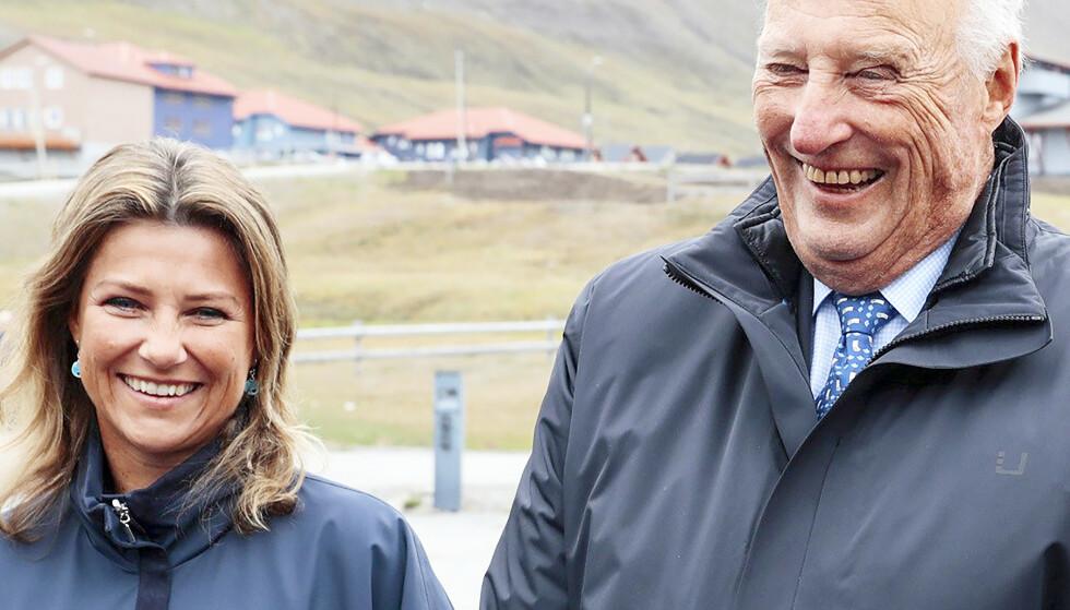 NÆRT FORHOLD: Prinsesse Märtha og kong Harald har alltid hatt et nært forhold, selv om kong Harald ikke alltid har vært enig i datterens kontroversielle uttalelser og valg. Foto: NTB