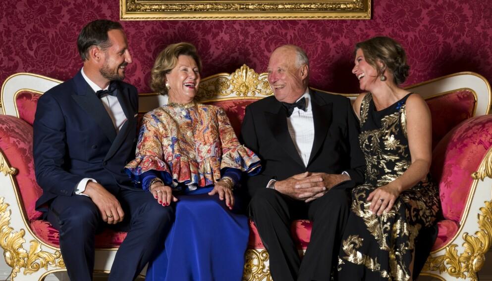 HYLLER MOREN: Kronprins Haakon og prinsesse Märtha Louise er begge svært imponert over jobben dronning Sonja har gjort med å fremme kvinners rettigheter. Foto: Heiko Junge / NTB
