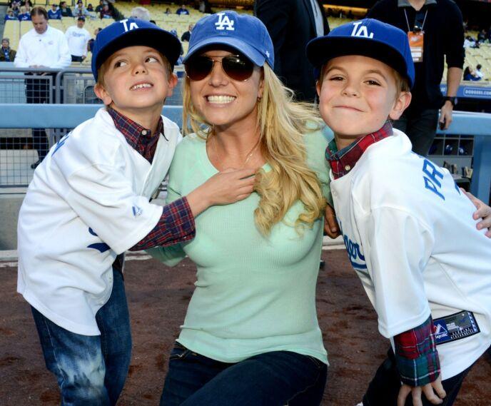 DEN GANG DA: Britney Spears med sønnene Sean Preston og Jayden James på en baseballkamp i Los Angeles våren 2013. Foto: Broadimage/ REX/ NTB