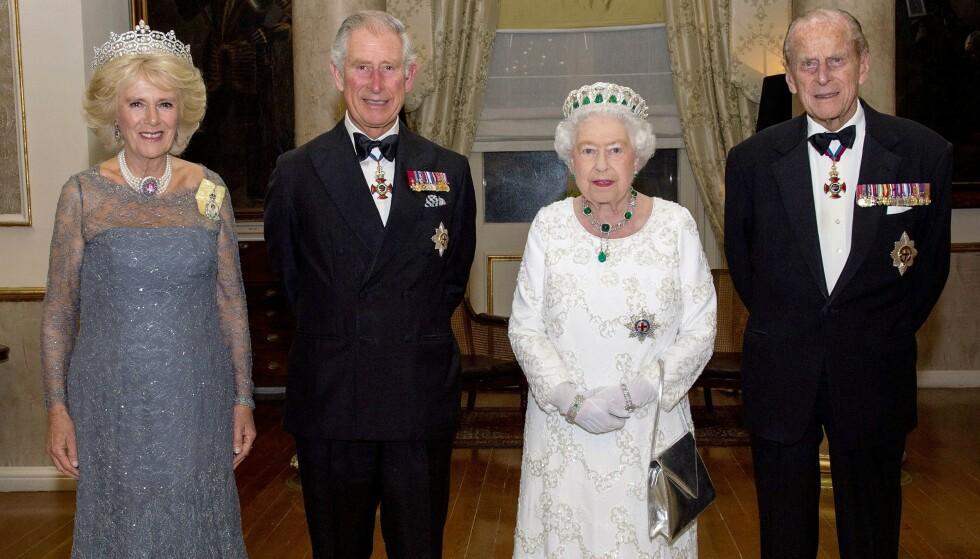 FÅR BEHANDLING: Prins Philip er fremdeles innlagt på sykehus. Nå forteller hertuginne Camilla at det går bedre med ham. Foto: REX / NTB
