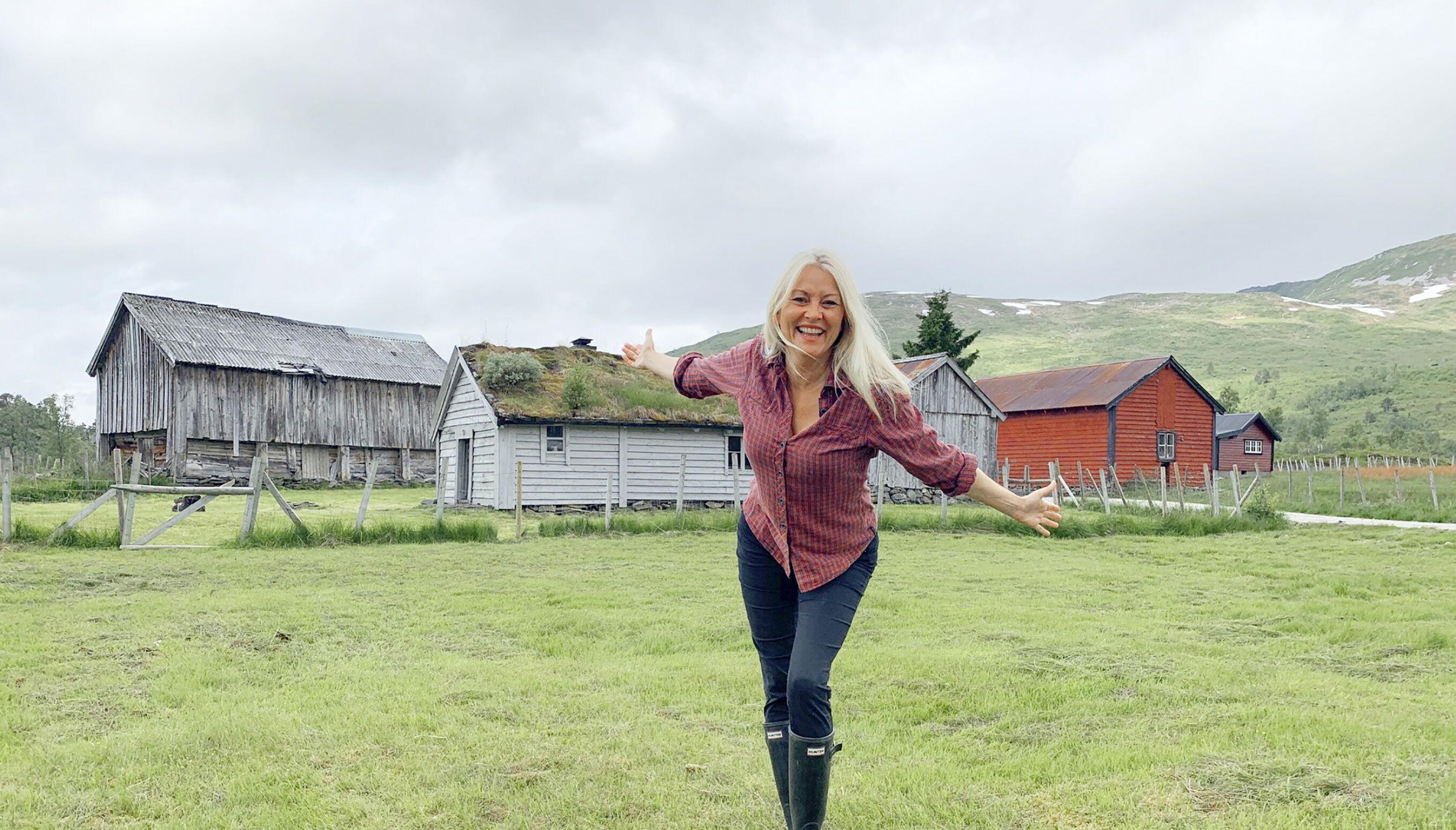 EKTE FARMEN-IDYLL: Eli Kari sitt private gårdsparadis i Nordfjord. Foto: Privat