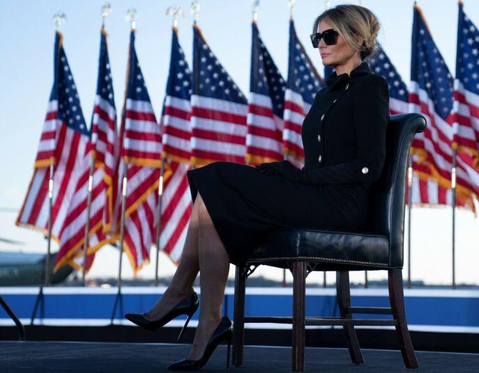 BORTE?: Dette er et av de siste bildene av Melania før hun gikk under jorda. Her i forbindelse med ektemannens tale i Maryland 20. januar. Foto: Alex Edelman / AFP / NTB