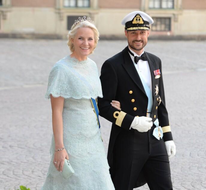 MOR OG FAR: Kronprinsesse Mette-Marit vedgår at hun lo godt av sønnens artige påfunn, selv om hun også ble en smule stresset. Foto: Tim Rooke / REX / NTB