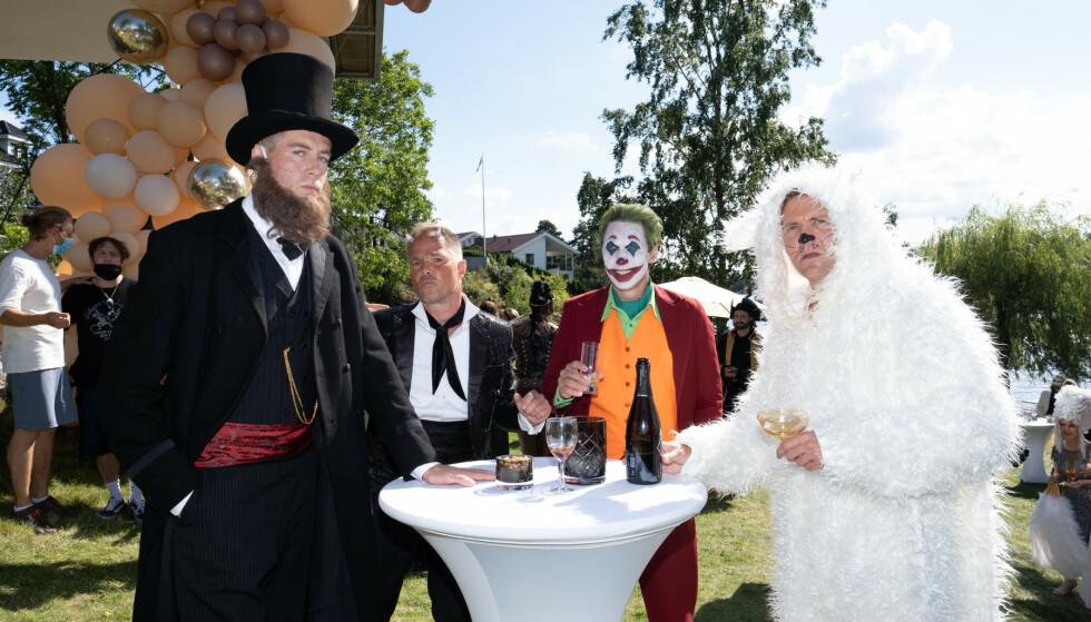 FIRKLØVER: Pål Sverre Hagen, Jon Øigarden, Simon J. Berger og Tobias Santelmann lager mer trøbbel sesong to. Her på maskeradeparty. Foto: Stephen Butkus/Fremantle