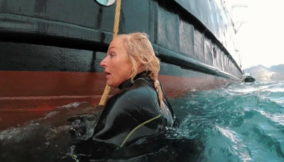 DRAMATISK: Det ble kaos for Vår Staude da hun mistet brillene sine, etter å ha hoppet syv meter ned i vannet fra en båt. Foto: TVNorge