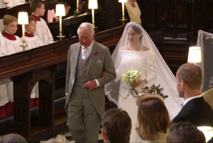 SVIGERFAR STEPPET INN: Da Meghan skulle gifte seg med prins Harry og faren ikke ville delta i bryllupet, stilte prins Charles opp og fulgte henne opp midtgangen. Foto: AP / NTB