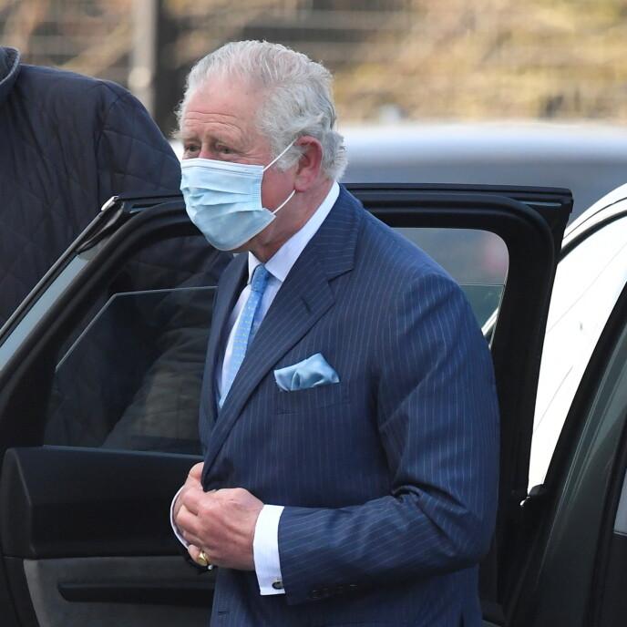 VISER SEG OFFENTLIG: Prins Charles viste seg offentlig for første gang etter Winfrey-intervjuet i forbindelse med et oppdrag i Nord-London tirsdag. Foto: Toby Melville / Reuters / NTB