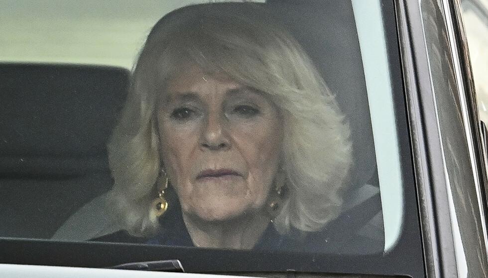 KJØRETUR: Prins Charles' kone, hertuginne Camilla, ble observert kjørende i bil mandag. Foto: Ben Cawthra / Sipa / NTB