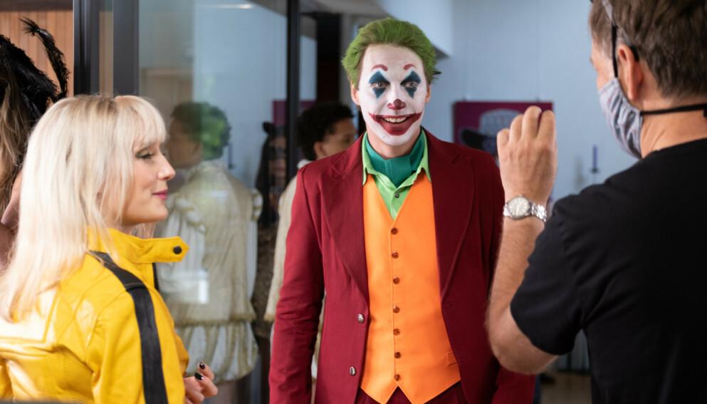 VAR SMITTET: Simon J. Berger, som spiller Adam Veile i «Exit», var coronasmittet i fjor. Her under innspillingen av maskeradeballet i «Exit» sesong to. Foto: Stephen Butkus/ Fremantle