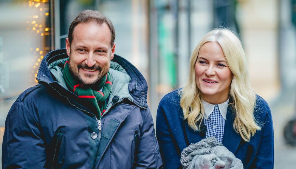 NYTT INTERVJU?: Kronprins Haakon og kronprinsesse Mette-Marit har fint lite å gjøre med Harry- og Meghan-intervjuet. Likevel er de nå nevnt i den forbindelse. Foto: Stian Lysberg Solum / POOL / NTB
