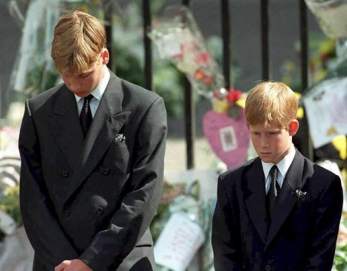 I SORG: Hele verden så mot Storbritannia og William og Harry da prinsesse Diana gikk bort i 1997. Foto: Adam Butler / AFP / NTB