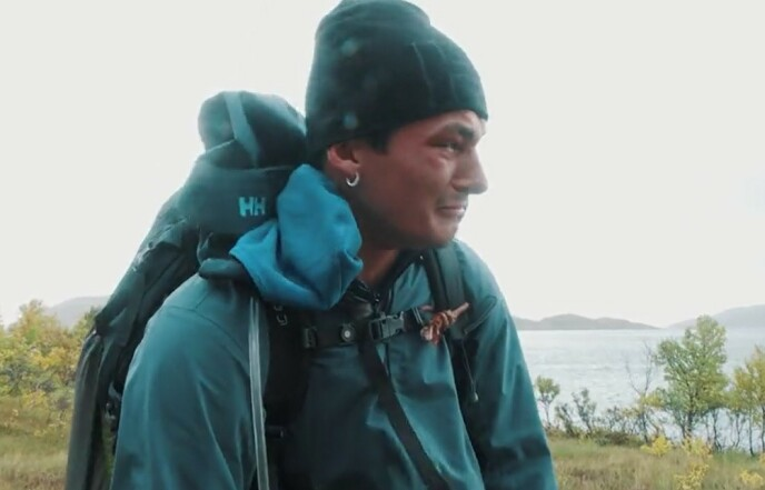 TUNGT: Adrian Sellevoll sliter med smerter i etappen og bryter ut i gråt. Foto: TVNorge