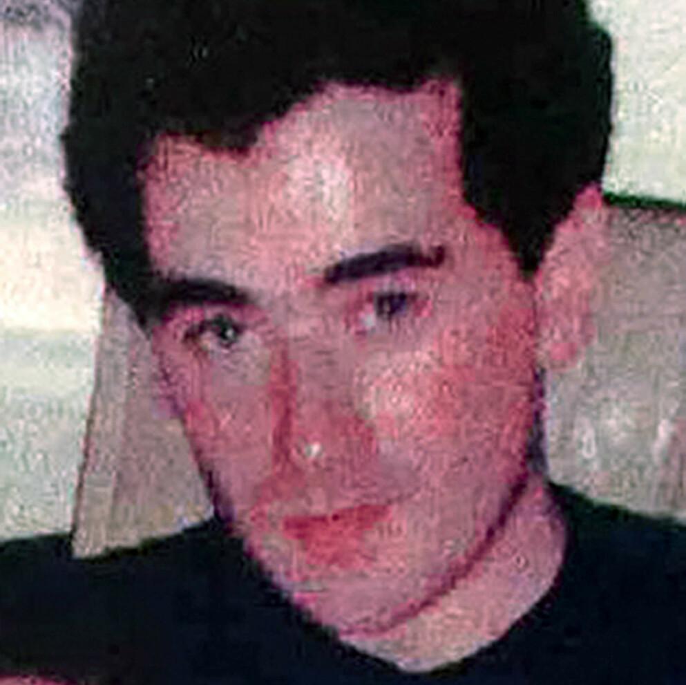 TRAVOLTA LOOKALIKE: James Warnock mente selv han hadde en slående likhet med John Travolta. Bildet er fra rundt samme tid som 17 år gamle Yiannoulla Yianni ble funnet voldtatt og drept i London. Foto: REX/NTB