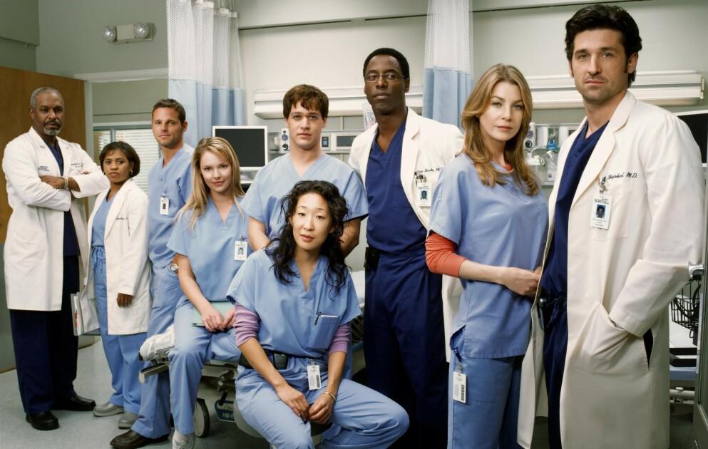 BEGYNNELSEN: Slik så det ut da «Grey's Anatomy» kom på luften i 2005. Det er imidlertid bare tre av karakterene på dette bildet som er med i serien i dag. Foto: NTB