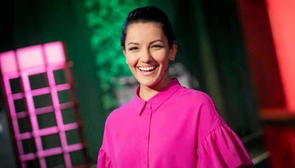 MÅ HA VIKAR: Programleder Selda Ekiz blir heller ikke å se i lørdagens «Alle mot 1». Foto: NRK
