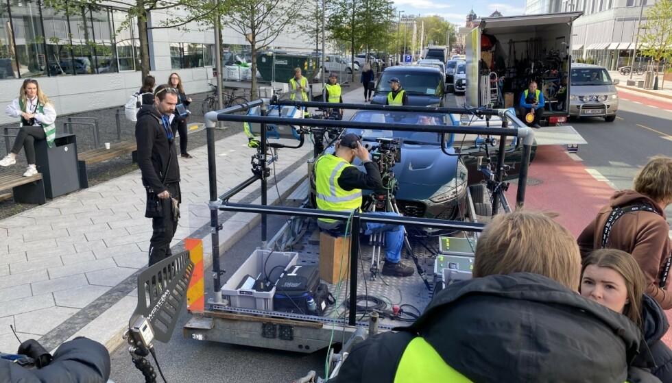KJØRER IKKE SELV: Slik ser det ut når Simon J. Berger setter seg bak rattet i Exit. Foto: Dengsi Stefanson/ Fremantle