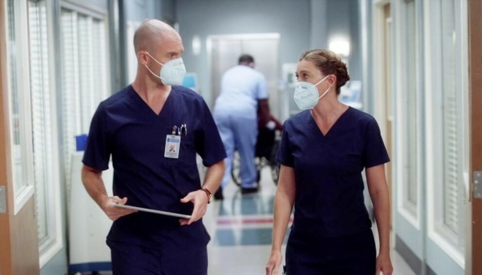 POPULÆR SERIE: Richard Flood og Ellen Pompeo i Grey's Anatomy. Nå er fansen i sorg siden en sentral karakter går bort. Foto: ABC