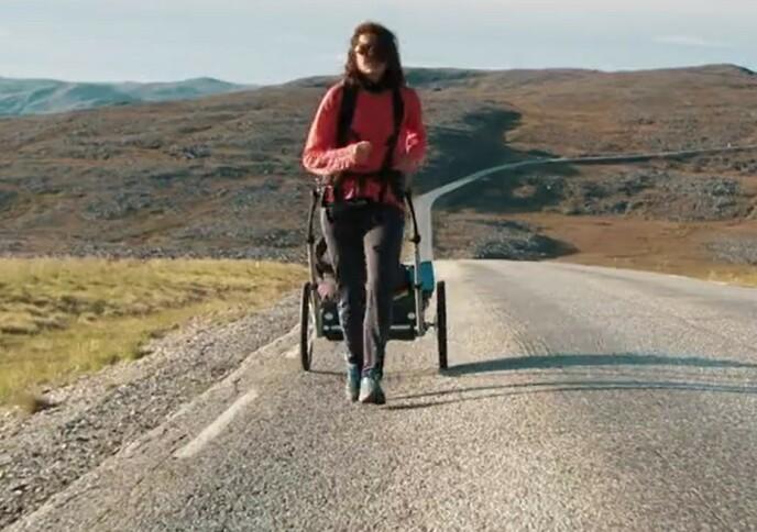 SISTEVALG: Ettersom Fay Wildhagen kom sist til posten hvor man kunne velge fremkomstmiddel endte hun opp med en løpevogn. Foto: TVNorge
