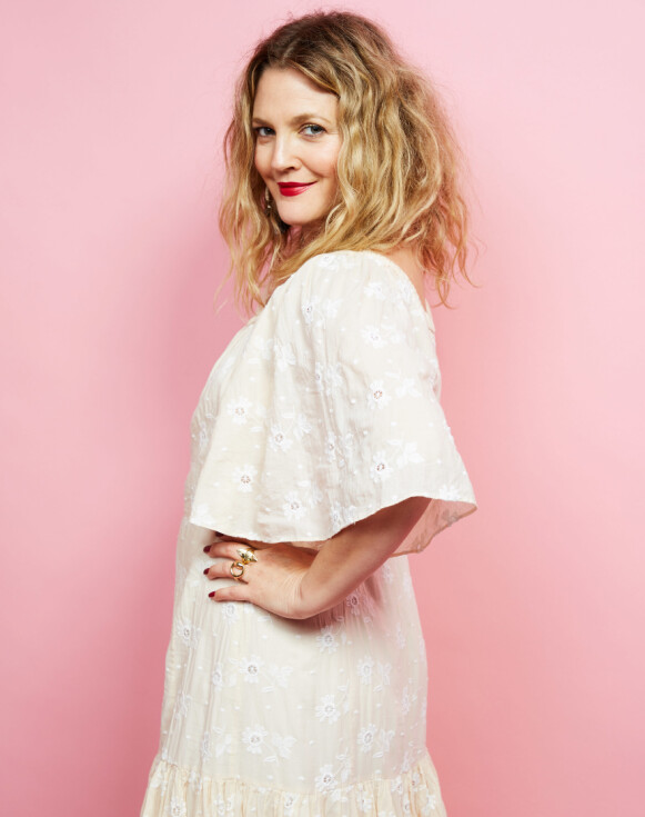 VIL IKKE TUKLE MED ANSIKTET: Drew Barrymore ønsker ikke å jakte et unaturlig skjønnhetsideal. Foto: Sara Jaye Weiss /REX / NTB