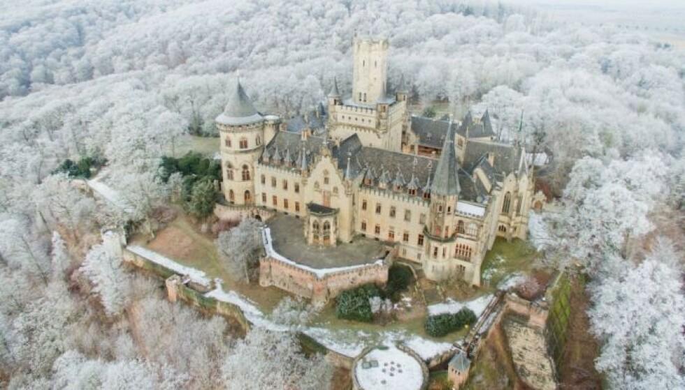 STRIDENS KJERNE: Det er dette slottet far og sønn krangler om. Foto: Julian Stratenschulte / AFP / NTB.