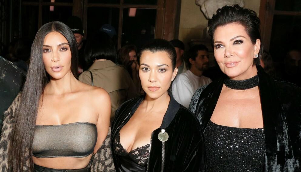 UTTALER SEG: Kris Jenner, her med døtrene Kim Kardashian og Kourtney Kardashian, snakker for første gang om skilsmissen til Kim og Kanye. Foto: Matteo Prandoni/BFA/RED/Shutterstock/NTB