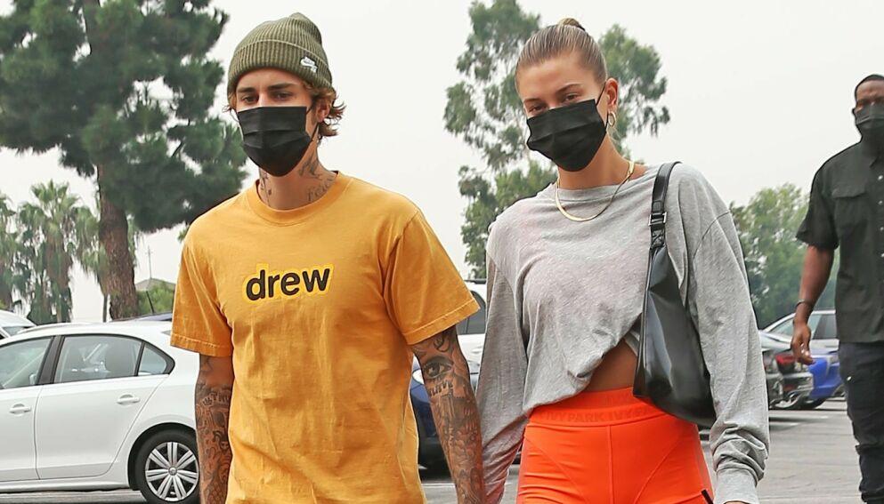 GIFT: Supermodellen Hailey Bieber giftet seg med popstjernen Justin Bieber i 2018. Her er de to sammen i L.A. høsten 2020. Foto: Broadimage/ Shutterstock/ NTB