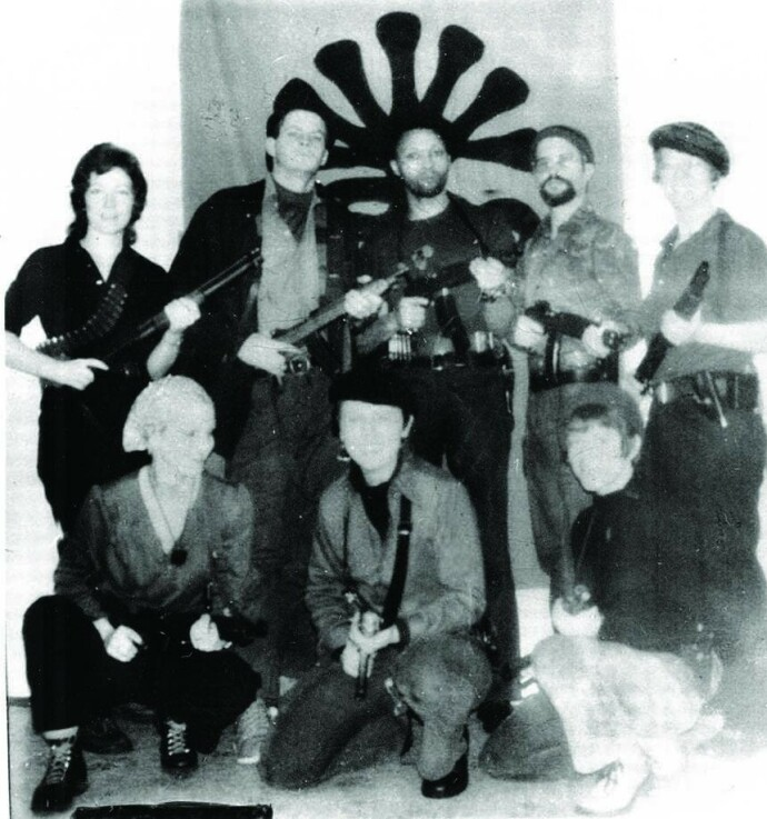 KIDNAPPET TANTEN: Organisasjonen Symbionese Liberation Army kodnappet Patty Hearst. Bildet er fra april 1974 Foto: Snap Stills/REX/NTB