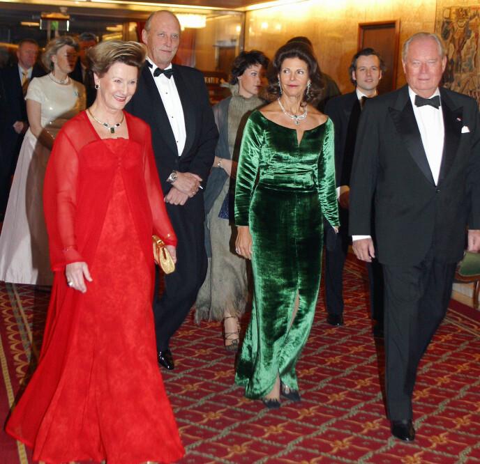 KONGELIG: Erling Lorentzen har vært en viktig del av kongefamilien i mange år. Her med kongeparet og dronning Silvia i 2003. Knut Fjeldstad / NTB