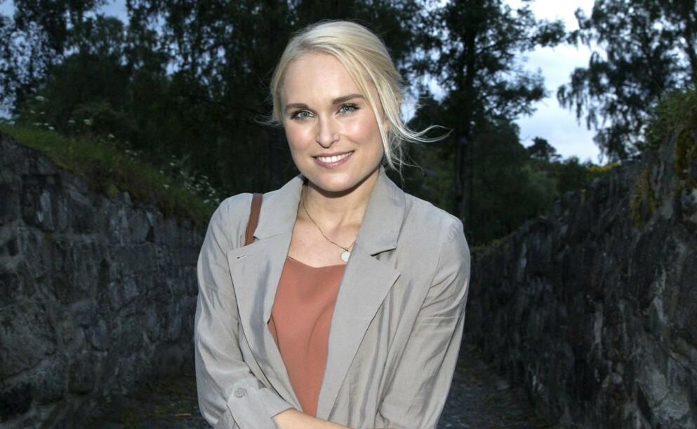 SNAKKEFORBUD: For fire år siden fikk popartist Eva Weel Skram betennelse på stemmebåndene. Dette førte til at hun ikke kunne snakke på nærmere ett år. Foto: Andreas Fadum / Se og Hør
