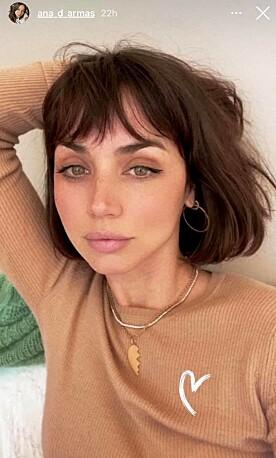 HINT? Dette smykket skal være identisk med det Ana de Armas brukte da hun og skuespilleren var et par. Foto: Skjermdump fra Instagram