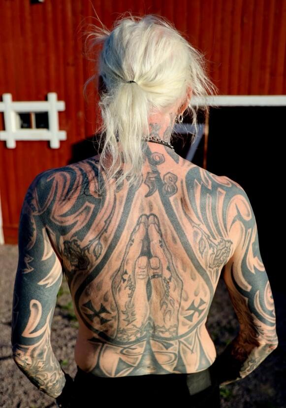TATTO YOU: Det er knapt et felt på kroppen til Tim Scott McConnell som ikke er dekket av blekk. - Jeg er ikke helt ferdig med tatovering, har noen få ledige plasser igjen, sier han. Foto: Privat