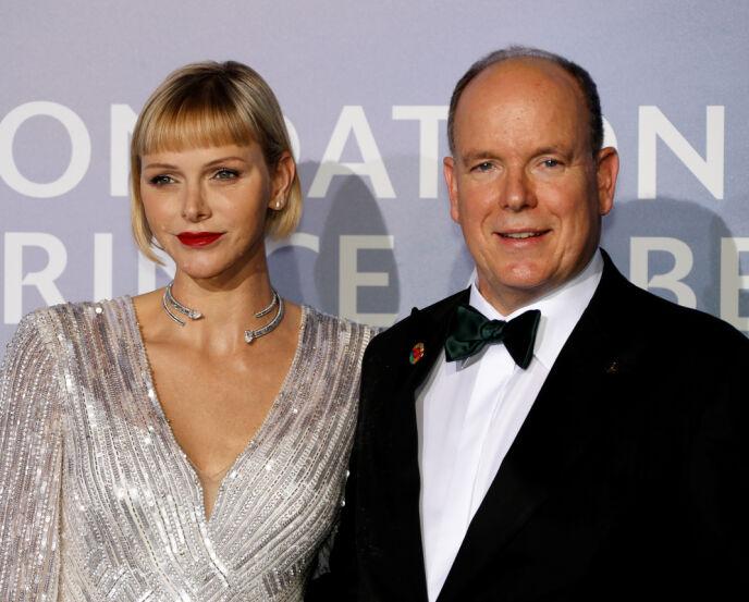 LUKSUS: Grimaldi-familien velter seg i luksus i Monaco. Her er fyrsteparet avbildet i forbindelse med Monte Carlo-gallaen for Global Ocean i fjor. Foto: Eric Gaillard / Reuters / NTB