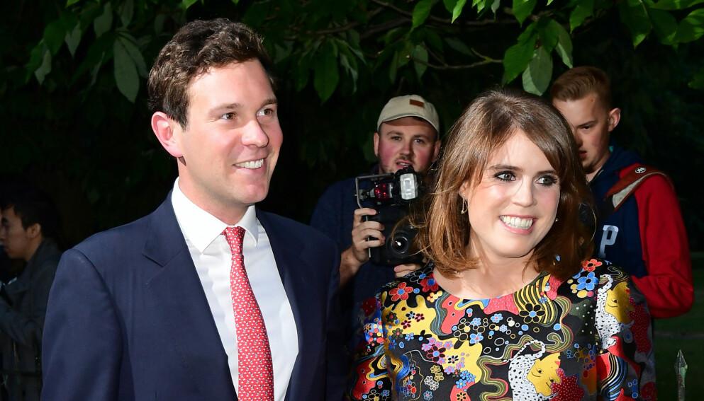 STOLTE FORELDRE: Prinsesse Eugenie og Jack Brooksbank fikk sin førstefødte i februar. Nå deler de nye bilder av det lille nurket. Foto: Ian West / Pa Photos / NTB