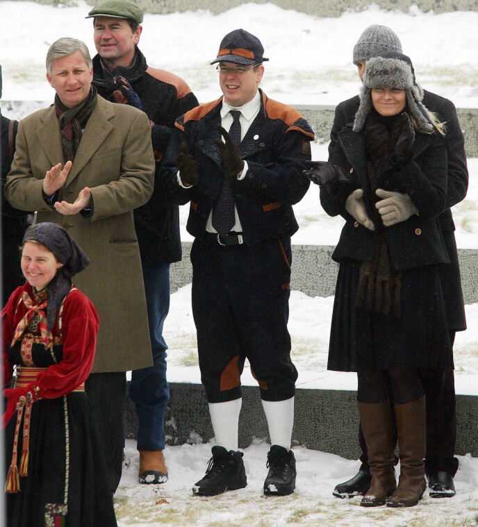 NORGESVENN: Fyrst Albert har gjennom årene blitt svært glad i Norge. Her avbildet under kong Haralds 70-årsdag i 2007, sammen med det norske kronprinsparet. Foto: Willi Schneider / REX / NTB