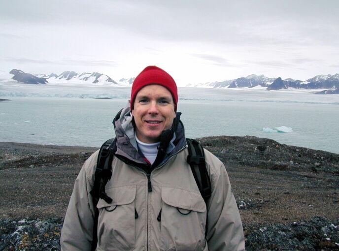 SVALBARD: Fyrsten har et brennende engasjement for vern av natur og havet. Det har blant annet tatt ham til Svalbard. Foto: Palais Princier / Reuters /NTB